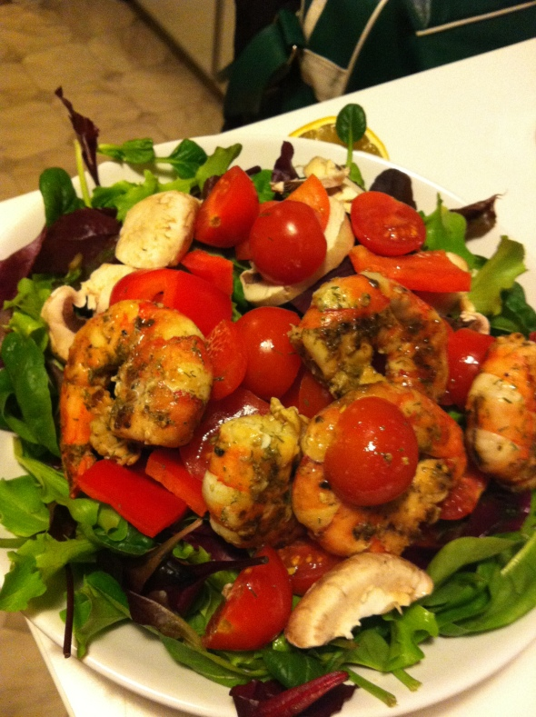 Spinach, Lettuce, Giant Prawns, 1/2 Pepper, Mushrooms, Cherry Tomatoes / Balsamic-Lemon-Dressing