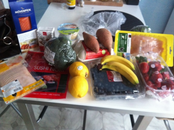 Chicken, Smoked Salmon, Nori Sheets, Broccoli, Lemons, Sweet Potatoes, Eggs, Bananas, Blueberries, Chickenbreast, Strawberries