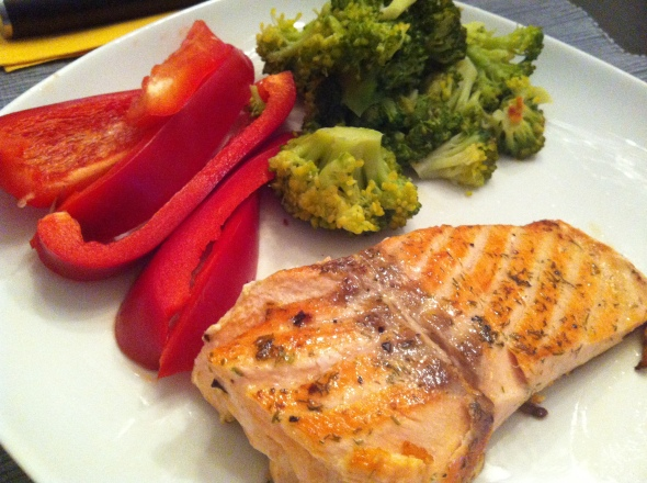 Herbed Salmon filet, steamed broccoli, raw pepper strips