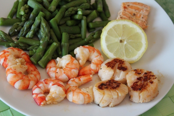 Cooked scallops, prawns, steamed asparagus