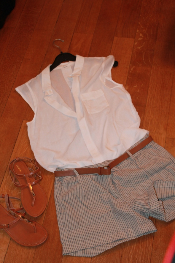 Silk blouse, Shorties, Leather Sandals