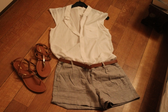 Silky blouse, Shorties, Brown/Golden Leather Sandals