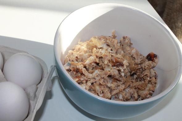 Cinnamon Eggwhite Scramble with Coconut Flakes