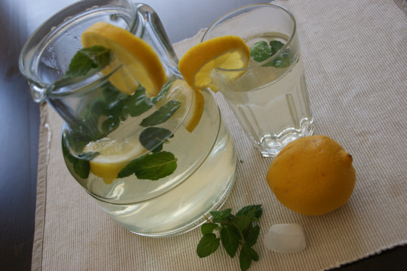 Fresh Lemon Peppermint Ice Tea