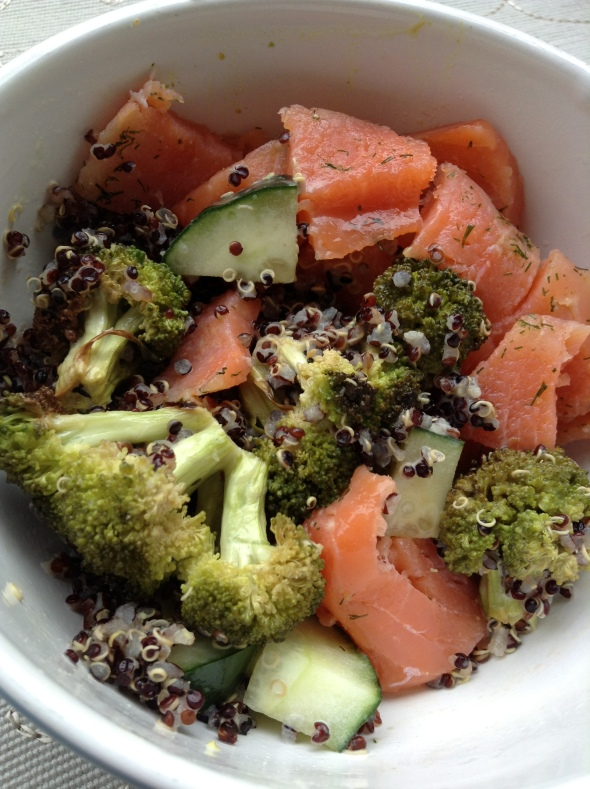 Quinoabowl with smoked salmon, broccoli & cucumber with added coconut milk