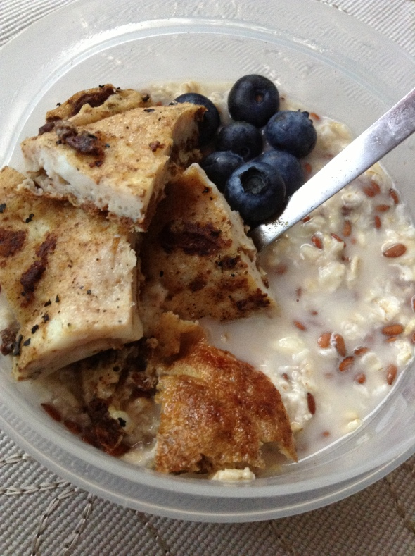 Overnight Oats with Flaxseed, Blueberries and Eggwhite Omelette