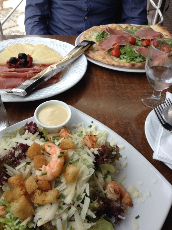 A mix of Spanish tapas, Ceasar Salad with prawns and a izza with smoked ham.