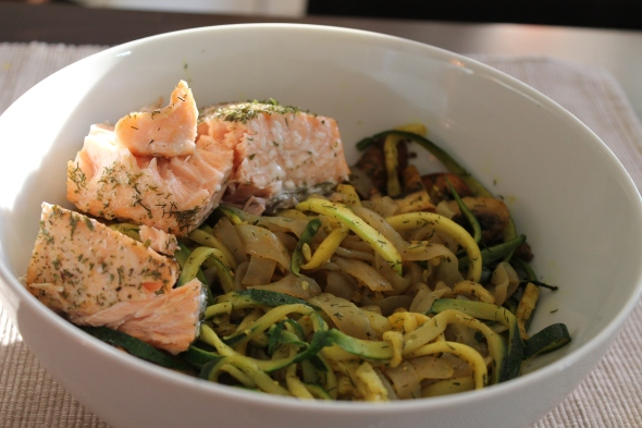 Shirataki-Zucchini-Bowl with perfect baked salmon
