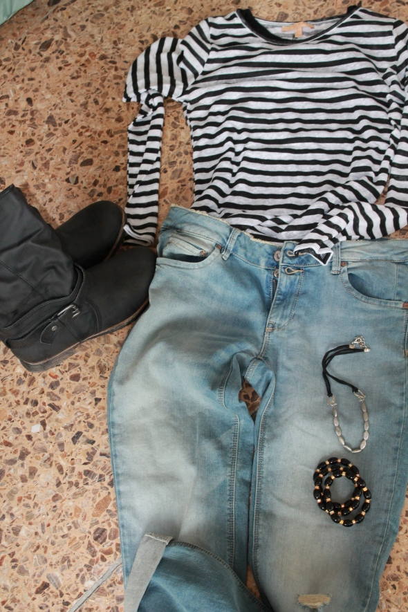 Big birght blue jeans from Springfield / Stripe Shirt from Pull&Bear / Jewelry from the random shop / Boots from Primark