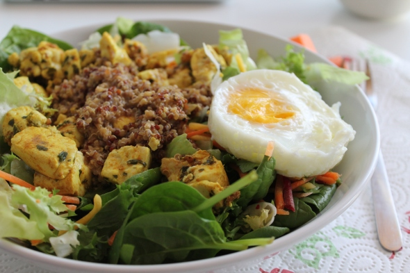 Spinach Salad with Quinoa, Chicken and an Egg