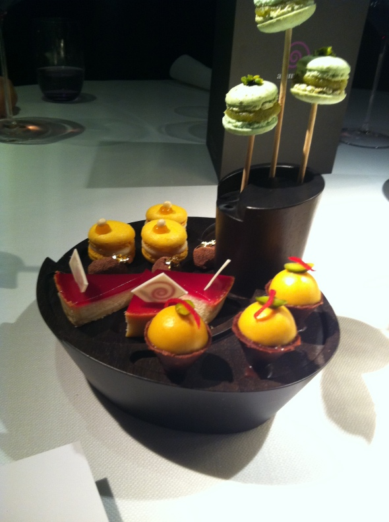 Baby cheesecakes, macaroons, crunchy chocolate cornets
