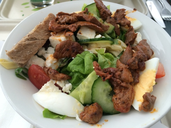 saladgreens with beef strips, egg, cucumber, artichokes, tomatoes, sourdough bread.
