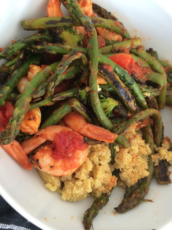 Shrimp with roasted asparagus, broccoli and quinoa