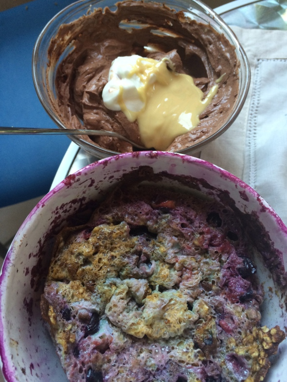 Berry Oatmeal Bake with eggs, Quark with Cacao and White Almond Butter
