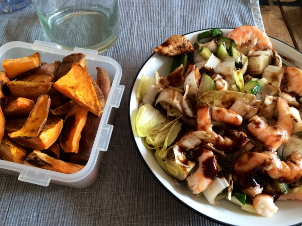 Endive Salat with shrimp, cucumber and Sweet Potato Wedges