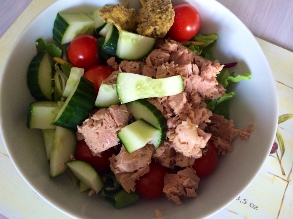 Saladgreens, Tuna, Cherry Tomatoes, Cucumber