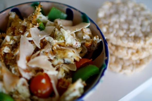 Chicken Scrambled Eggs & Rice Cakes